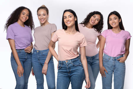 Caucasian Woman Standing With Group Of Multiracial Ladies Posing Together Over White Background, Smiling To Camera. Friendship And Unity, Diversity Of Female Beauty Concept Banco de Imagens