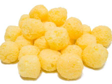 nifty: Krokante kaas Puff ballen geïsoleerd op wit.