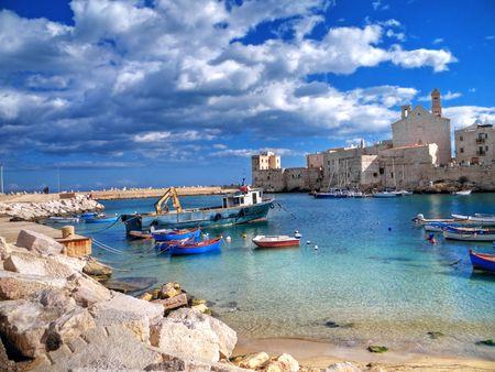 Landschaft Ansicht der touristischen Giovinazzo-Port. Apulien. Lizenzfreie Bilder - 6512553