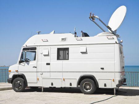 antena parabolica: Cami�n de noticias de televisi�n.