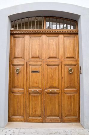 doorlock: Wooden frontdoor.