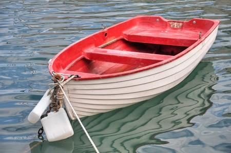 Rouge petit bateau. Banque d'images