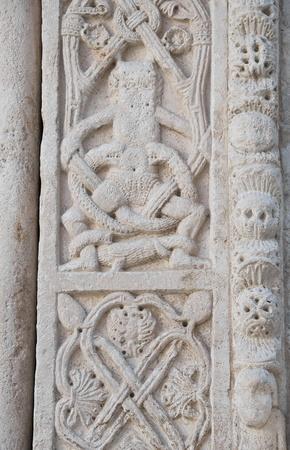 friso: Catedral de friso fondo. Bisceglie. Apulia. Foto de archivo