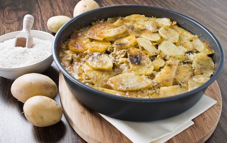 Tiella of potatoes, rice and mussels  Imagens