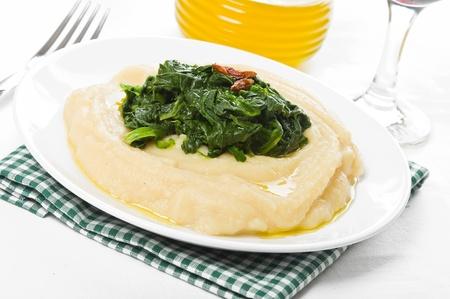 fava bean: Fava bean puree with spinach.