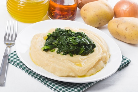 gastronomic: Fava bean puree with spinach