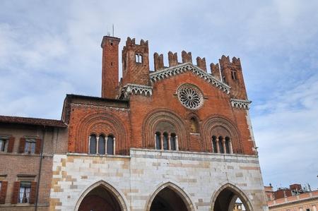 gotico: Ayuntamiento de Piacenza Emilia-Roma�a Italia