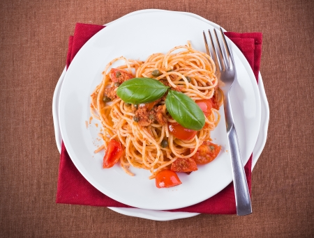 pastasciutta: Spaghetti with tuna, cherry tomatoes and capers.