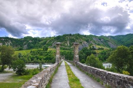 corcovado: Jorobado Bridge. Bobbio. Emilia-Roma�a. Italia. Foto de archivo