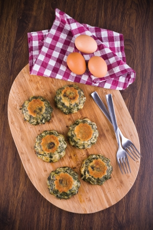 Spinach cakes on wooden cutting board Stock Photo - 15657813