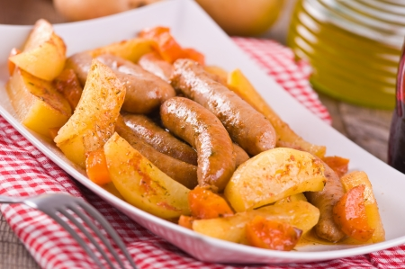 Wurst und Kartoffeln.
