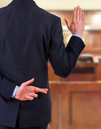 vers  ¶hnung: Business-Mann mit Daumen.