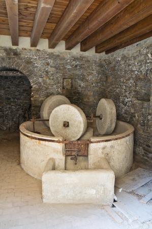 oil mill: Hypogeum olive-press.