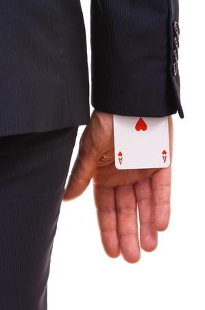 gente exitosa: Hombre de negocios con tarjeta del as escondido bajo la manga