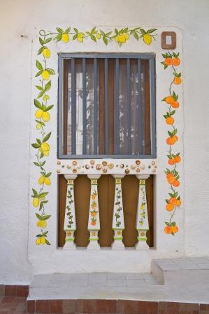 rodi garganico: Wooden door  Rodi Garganico  Puglia  Italy