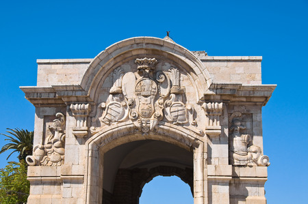 yegua: Porta Mare. Barletta. Puglia. Italia. Foto de archivo