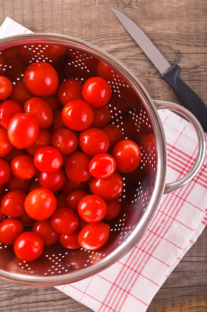 alimentation: Tomatoes in colander.