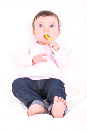 Baby meisje met lepel.