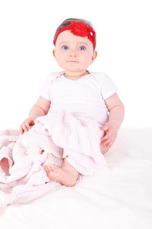 Baby mit roten Band.