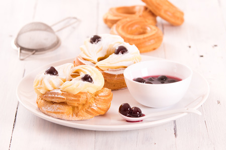 chantilly: Zeppole with pastry cream.