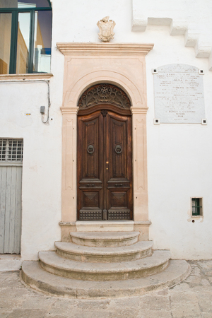 friso: Palacio histórico. Cisternino. Puglia. Italia.