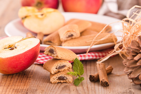 apple cinnamon: Biscuits with fruit filling.
