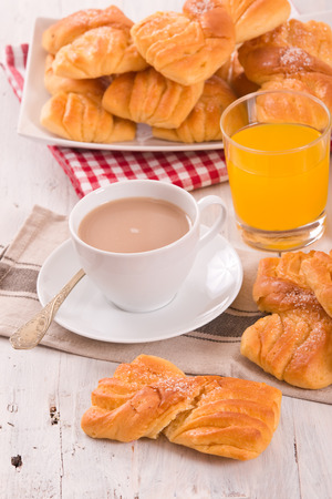Breakfast with brioches.  Banque d'images