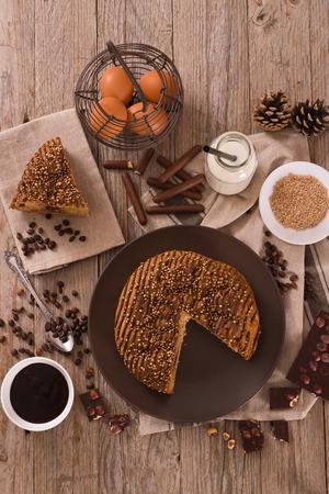 Chocolate coffee cake. Foto de archivo - 122703275