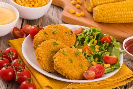 Corn burgers. Reklamní fotografie