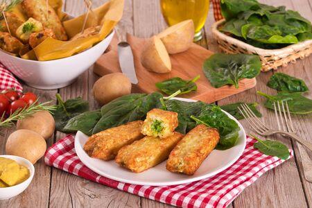 Kartoffelkroketten mit Spinat und Mozzarella.