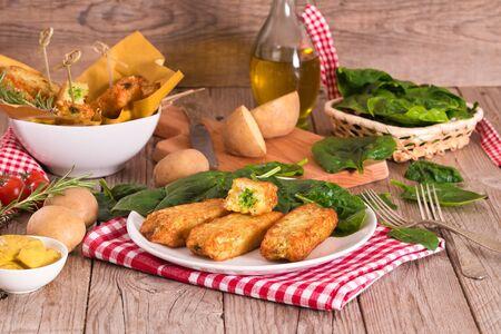 Aardappelkroketten met spinazie en mozzarella.