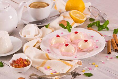 Ciasto z sycylijskiej ricotty (Cassata). Zdjęcie Seryjne