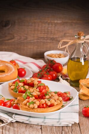 Friselle with tomatoes and chickpeas.