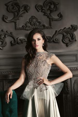 Fashion Girl in Luxury Evening Gown Standard-Bild