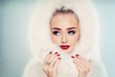 Winter Beauty. Fashion Portrait of Cute Winter Woman with Makeup. Face Closeup 写真素材