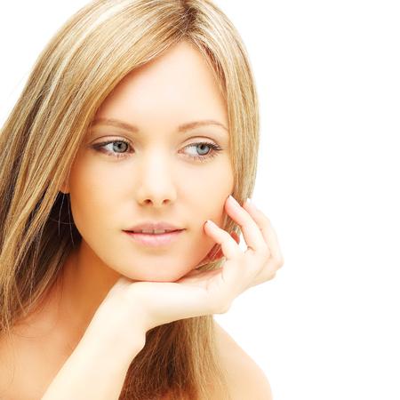 cara femenina hermosa - mujer joven aislada