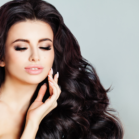 Beauty Fashion Portrait of Glamorous Brunette Woman. Healthy Skin, Wavy Hairstyle and Hands with Manicure