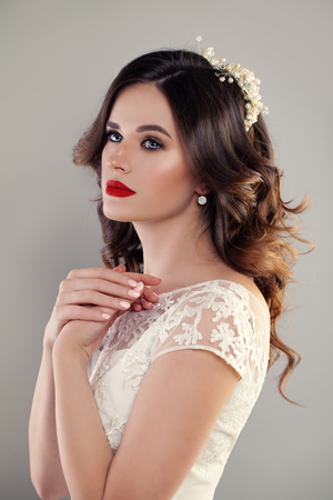 fiancee: eauty Portrait of Bride with Curly Hairstyle, Perfect Makeup and Jewelry. Red Lips, Curly and Lace
