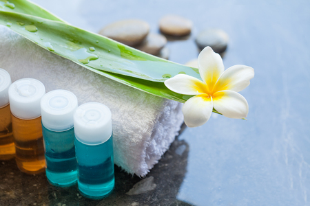 Four bottles Spa or wellness oil with tropical flower 免版税图像