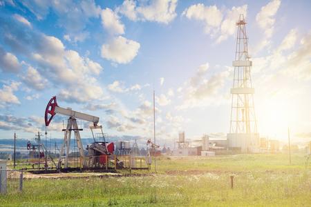 Oil pump jack. Pumpjack against sky clouds Standard-Bild