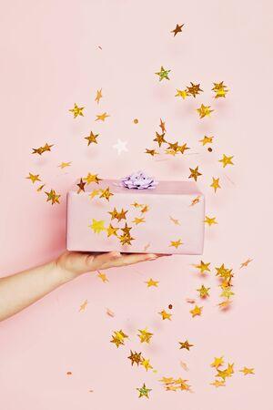 Gift on confetti stars background  版權商用圖片