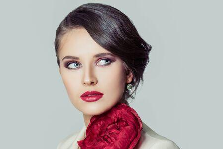 Stylish woman brunette close up fashion portrait 版權商用圖片