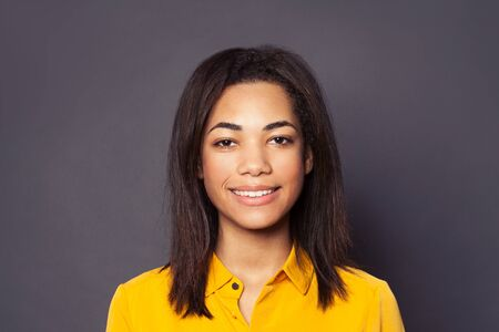 Cute friendly black girl student smiling, close up portrait 版權商用圖片