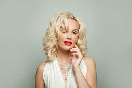 Fashion beauty portrait of elegant celebrity woman with makeup, manicure and blonde curly hair Zdjęcie Seryjne