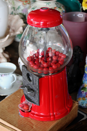 Red Vintage Gum Ball Machine Antique Retro 스톡 콘텐츠