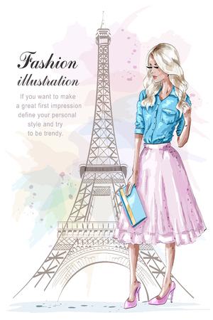 Schönes blondes Haarmädchen mit Handtasche. Modefrau mit Eiffelturm im Hintergrund. Handgezeichnete junge Frau in modischer Kleidung. Skizzieren. Vektor-Illustration.