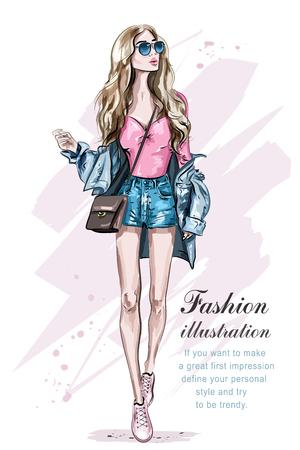 Belle jeune femme aux cheveux blonds avec sac. Fille de mode dessinée à la main. Mannequin posant. Esquisser. Illustration vectorielle. Vecteurs