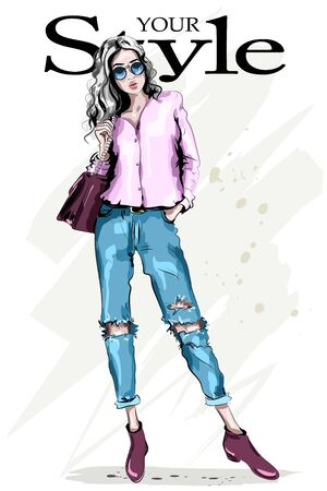 Hand drawn fashion woman in sunglasses. Full body woman portrait. Stylish beautiful model posing. Fashion girl. Sketch. Vector illustration. Standard-Bild - 126945227