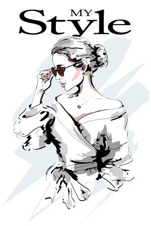 Signora della moda. Bello ritratto della giovane donna. Moda donna in occhiali da sole. Ragazza alla moda. Schizzo. Illustrazione vettoriale. Vettoriali