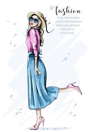 Dibujado a mano hermosa joven con sombrero. Mujer de moda en gafas de sol. Chica feliz. Bosquejo. Ilustración vectorial.